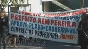Professores municipais realizam protesto em frente a Prefeitura Video: