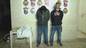 Dois homens são presos por assaltar um rapaz na avenida Brasil Video:
