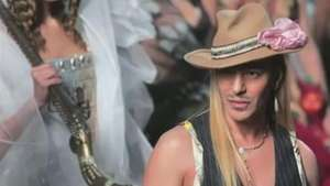 John Galliano volta ao mundo da moda Video: