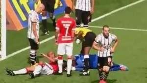 Cássio assusta ao levar forte joelhada de lateral do Inter Video: