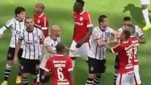 D'Alessandro troca empurrões com corintianos no Beira Rio Video:
