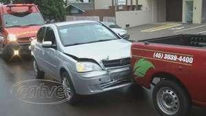 Gestante se envolve em acidente entre três carros Video: