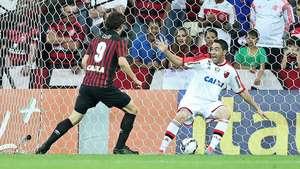 Veja os gols de Atlético-PR 2 x 1 Flamengo pelo Brasileiro Video: