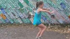 Menina arrasa nos passos de Street Dance Video: