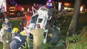 Pai e filha morrem em capotamento de ambulância do SAMU Video: