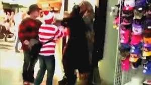 Chewbacca separa briga entre Batgirl e Sr. Incrível em LA Video: