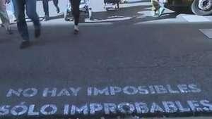 Mensagens aparecem nas ruas de Madri e encantam pedestres Video: