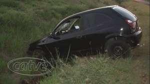 Jovens ficam feridos em acidente de trânsito na marginal da BR 467 Video: