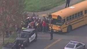 Morre jovem ferida em tiroteio em escola nos EUA Video: