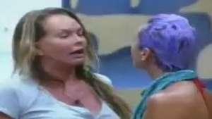 Cristina perde a paciência e chama Bruna Tang de bruxa Video: