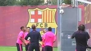 Messi, Neymar e Mascherano dão show em basquete improvisado Video: