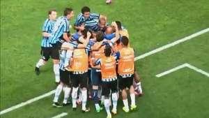 Richarlyson faz lambança, marca contra e Grêmio bate Vitória Video: