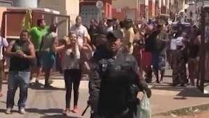 Polícia retira 200 famílias que ocupavam imóveis no RJ Video: