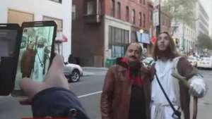 Com cruz e smartphone, 'Jesus' angaria simpatizantes nos EUA Video: