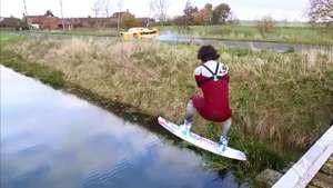 Homem faz wakeboard em rio puxado por uma Ferrari a 135 km/h Video: