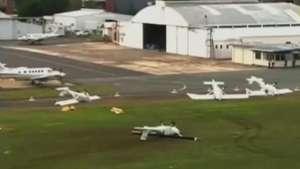 Tempestade de granizo vira aviões e gera caos na Austrália Video: