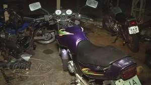 Carro e moto com queixa de roubo são recuperados pela PM Video: