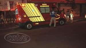 Mulher é atropelada por moto na avenida Carlos Gomes Video: