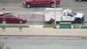 Astro de TV usa carro para cercar fugitivo da polícia Video: