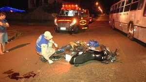 Homens ficam feridos ao sofrer queda de motocicleta no bairro Floresta Video: