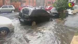 Forte chuva alaga rua na zona leste de São Paulo Video: