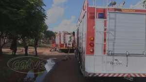 Quarto pega fogo e móveis ficam completamente destruídos Video: