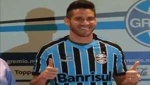 Ex-palmeirense se apresenta no Grêmio: