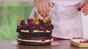 Naked cake de chocolate com mousse de cream cheese e creme de avelã: aprenda a fazer essa delícia! Video:
