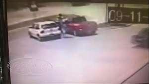 Imagens mostram momento em que homem executa rival Video: