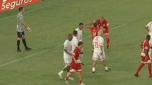 Golaços de Zico e Seedorf marcam Jogo das Estrelas no Rio Video: