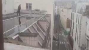 Paris: de prédio próximo, cinegrafista registra tiroteio Video:
