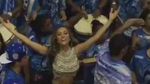 Sabrina Sato mostra barriga sarada em ensaio da Vila Isabel Video: