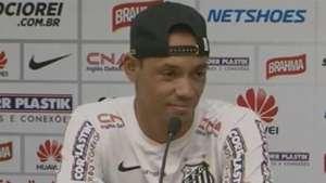 Ricardo Oliveira comenta que voltou por carinho ao Santos Video: