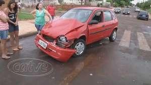 Motorista de Corsa avança preferencial e causa acidente no Periolo Video: