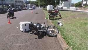 Motociclista faz manobra irregular e fica ferido em Cascavel  Video: