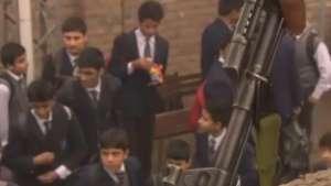 Paquistão: após atentado Talebã, escolas armam professores Video: