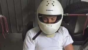 Nico Rosberg usa aparelho nada convencional em treinamento Video: