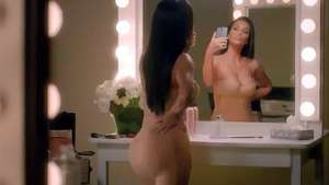 Kim Kardashian empina bumbum em selfies para o Super Bowl Video: