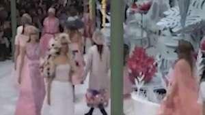 Lagerfeld apresenta coleção primavera-verão da Chanel em Paris Video: