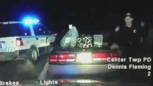 Algemada, suspeita detida em viatura assume volante e foge Video: