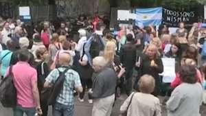 Centenas de pessoas pedem justiça em velório de promotor argentino Video: