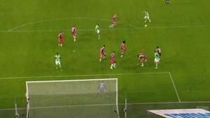 Atacante do Wolfsburg faz gol de placa contra o Bayern Video: