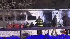 Sete morrem em choque de trem e automóvel perto de NY Video: