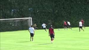 Com passes de Centurión e Kardec, Pato faz golaço em treino Video: