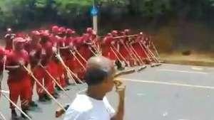 Hora da limpeza! Garis varrem ruas e encerram Carnaval Video: