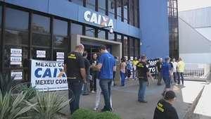Funcionários da Caixa Econômica manifestam contra privatização Video: