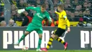 Fanfarrão! Goleiro tenta driblar Reus e leva gol no Alemão Video:
