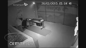 Câmeras de segurança flagram ação de bandido em Cascavel Video: