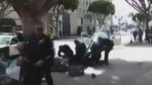 Vídeo registra morte de sem-teto por policiais em Los Angeles Video: