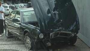 Idosa passa mal ao volante e bate em quatro veículos em Curitiba Video: